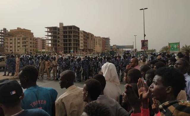 【影】蘇丹人爭民主 軍政府血腥鎮壓至少7死200傷 | (翻攝推特)