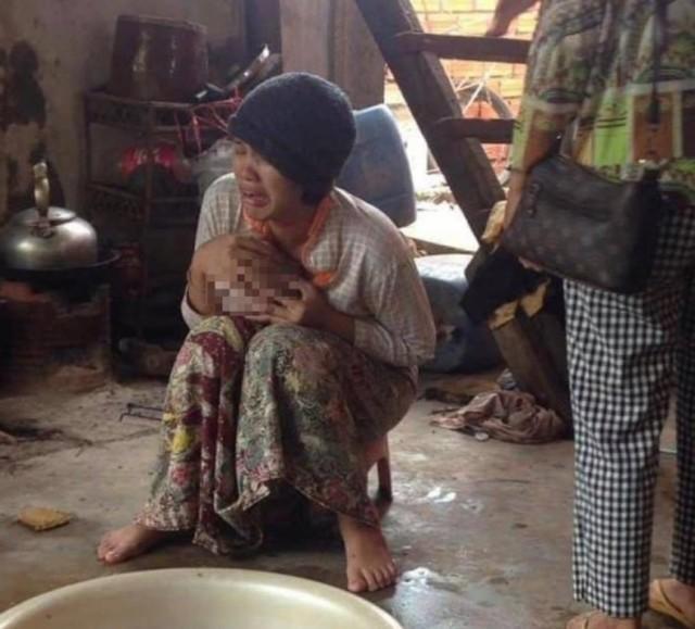 2歲女童慘遭鱷魚吃到僅剩頭骨 母崩潰痛哭   (翻攝khmertimeskh)