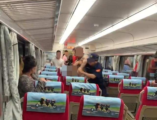 鄭姓男子於列車上亮刀砍人,殺害員警。