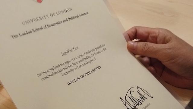 LSE畢業證書成為眾人關注焦點
