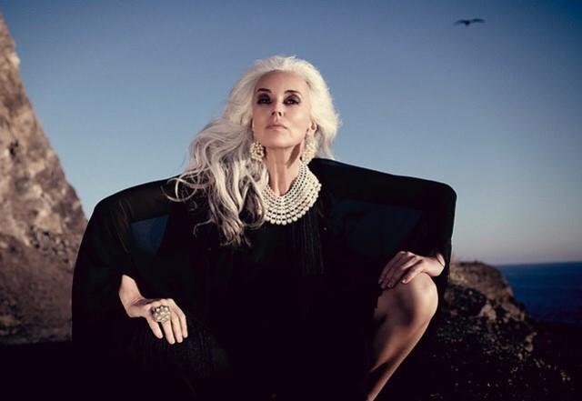 64歲美魔女!法國銀髮模特兒魅力迷人 | 翻攝自臉書「Yazemeenah Rossi AKA Yasmina Rossi」