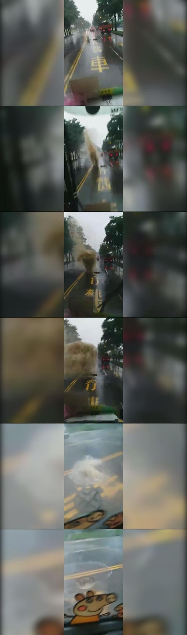 高雄小港馬路噴出泥水柱 網嘲:塞子呢? | 巨大泥水柱不斷衝出路面。(翻攝臉書《打馬悍將粉絲團》)