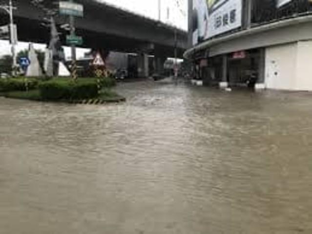 高雄淹水照也被拿來說成台南淹水...。(翻攝羅姓網友臉書)