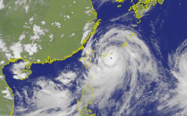利奇馬颱風眼清晰可見。(氣象局提供)
