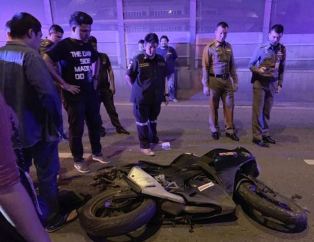 泰男慶生完釀悲劇 騎車遭10輪大卡車輾斃 | 男子機車被撞成廢鐵