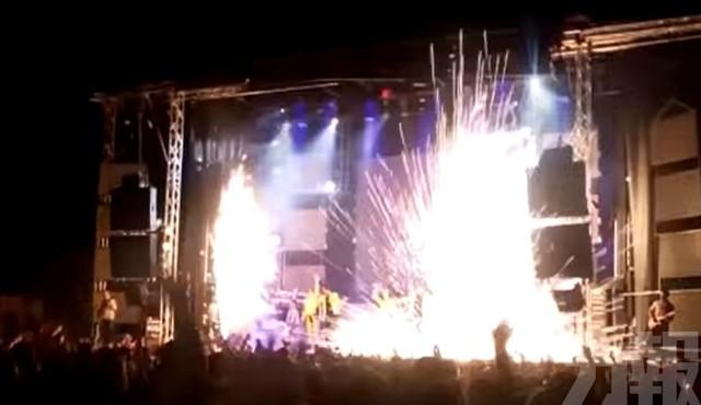 西班牙女歌手演唱會開唱 竟遭煙火射中身亡   舞台設備發生故障,煙火彈失控釀禍(圖/翻攝自Youtube)