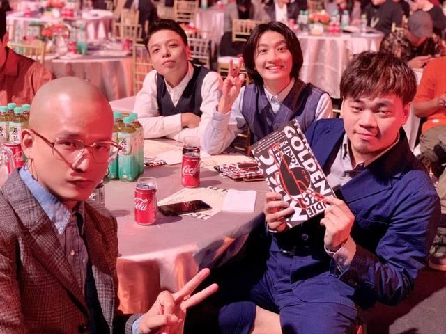 台灣樂團茄子蛋前鼓手小賴(左二)持大麻遭逮(翻攝臉書EggPlantEgg 茄子蛋)