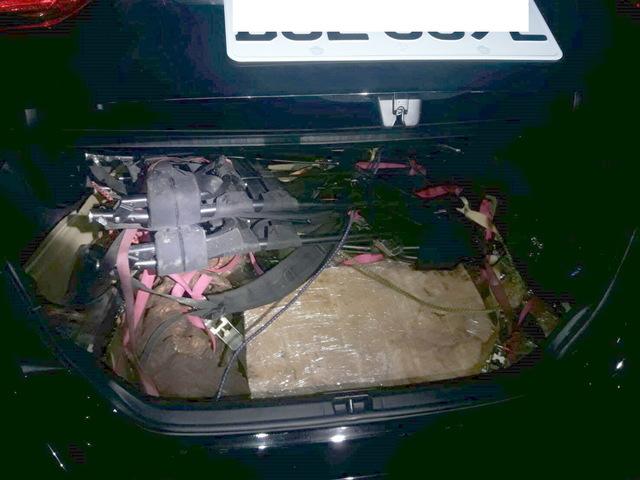 4名山老鼠涉嫌竊取台灣扁柏樹瘤14顆,車上並搜出毒品吸食器具。