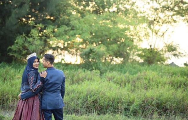 少年放話要娶老師 5年力拚她真的嫁了   馬來西亞一名男子成功娶回高中鍾情的老師。 (翻攝自muhdhazim278 IG)