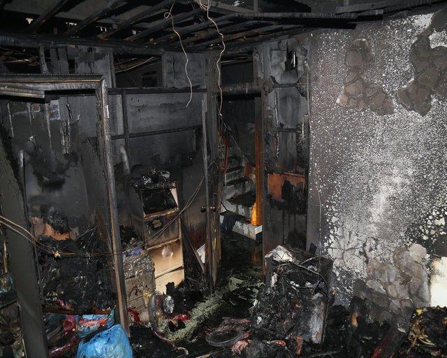 108.11.18新竹一處住宅發生除濕機自燃火災,火災後造成臥室物品受燒燬。(新竹市消防局提供)