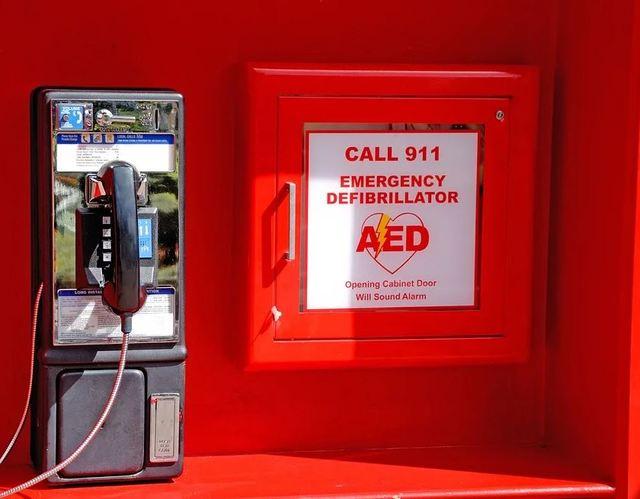 把握黃金救命時間 App可查詢哪裡有AED電擊器! | AED示意圖。(圖片來源pixabay)