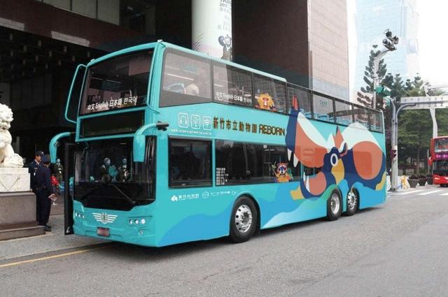 新竹市政府推出「樂樂號雙層巴士」。(新竹市政府提供)