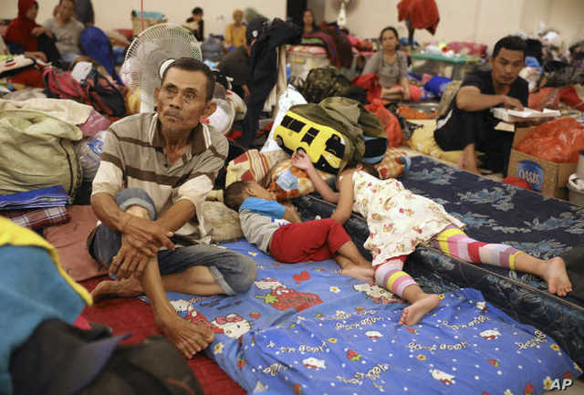 數十萬人有家歸不得。(翻攝自美聯社)