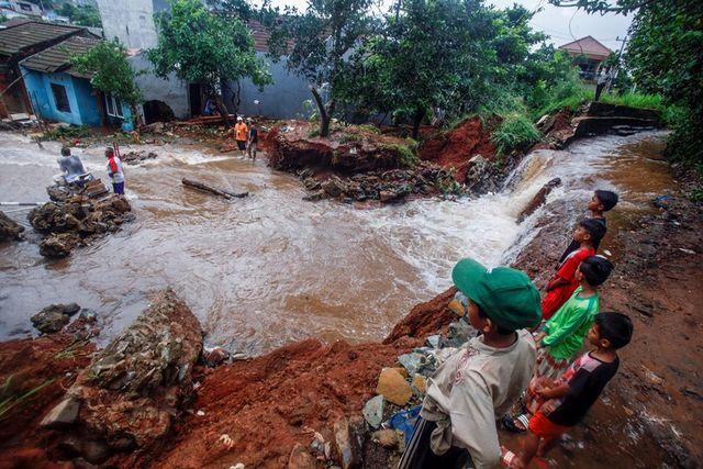 目前有60死兩人下落不明。(翻攝自臉書China Daily)