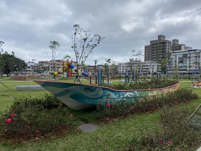 杜鵑公園內杜鵑花船