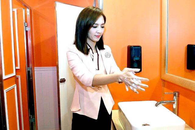 《天才》首錄防疫升級   華視主播七字訣教正確洗手 | 主播房業親自示範正確洗手步驟