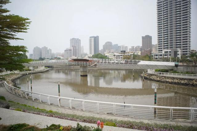 高雄市愛河蓮池潭自行車道。