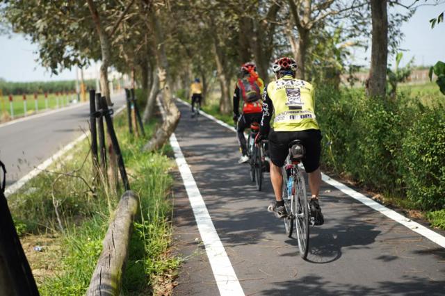 嘉義縣朴子溪自行車道。