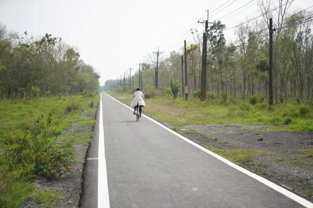 屏東縣萬金糖廠自行車道。