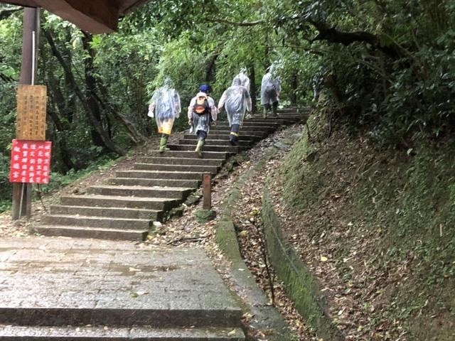 11人登山疑遭雷擊 3傷1送醫無生命危險   (新北市消防局提供)