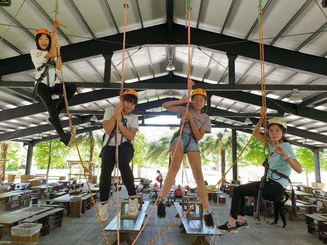 大鵬國小畢業生高空挑戰。