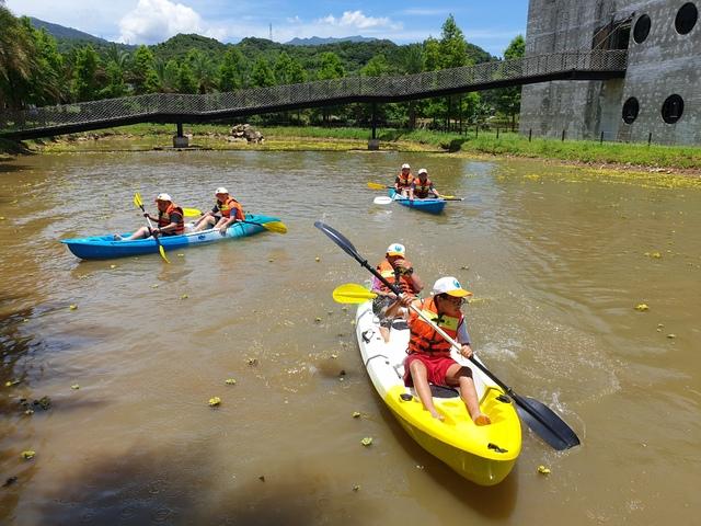 大鵬國小畢業生獨木舟挑戰。