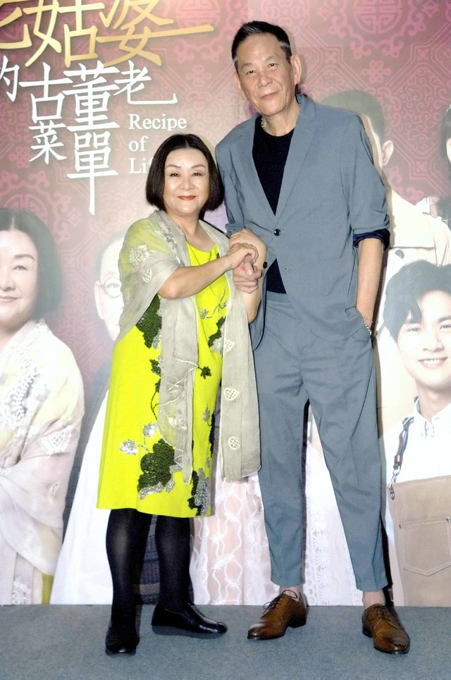 吳秀珠(左)和龍劭華(右)在老姑婆古董老菜單有不少對手戲。圖/華視