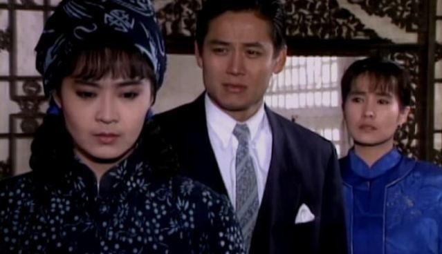 綜藝天王徐乃麟(圖中)在當年劇中英姿。現任立委高金素梅(右一)則是當紅花旦。