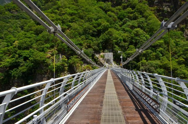 山月吊橋可以從高處欣賞太魯閣峽谷。(太魯閣國家公園管理處提供)