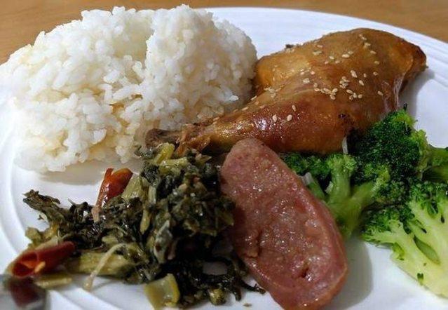 排雲山莊的早餐、晚餐。(翻攝PTT)