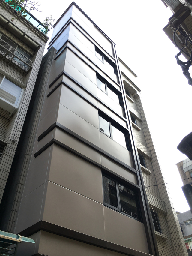 北市平均屋齡高達35年 增設電梯最高補助330萬 | 大安區的旭大華廈獲百萬增設電梯補助款(都發局提供)