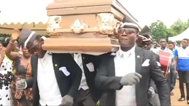 黑人抬棺。(翻攝網路)