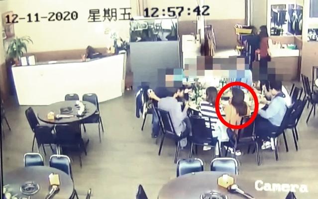高雄20歲女子(黃衣)居檢隔天約同事吃火鍋(翻攝畫面)
