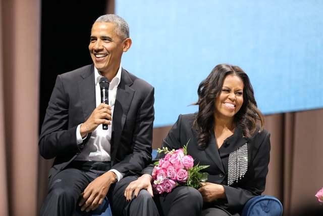 左/美國前總統歐巴馬,右/美國前第一夫人蜜雪兒。(取自蜜雪兒臉書)