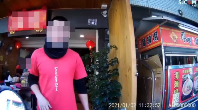 台中鴨肉店辱罵外送員。(翻攝爆怨公社)