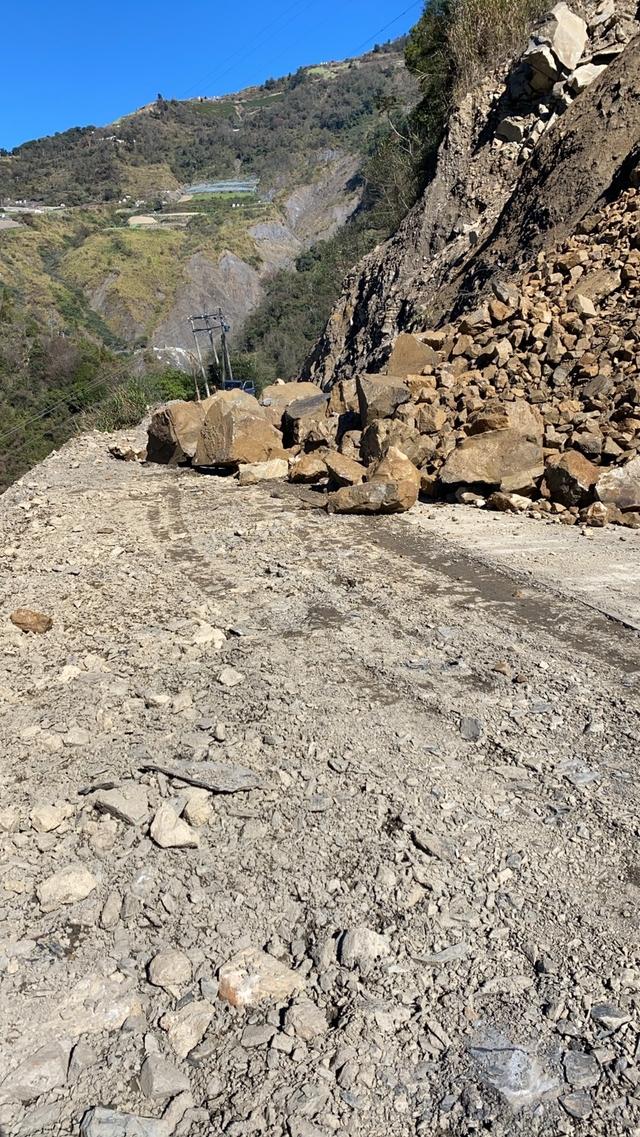 南投力行產業道路2度坍方 最大顆半輛休旅車大 | (翻攝畫面)