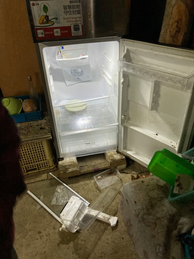 (大公熊將農舍冰箱食物吃光。/翻攝自臉書粉絲專頁「林務局-森活情報站」)