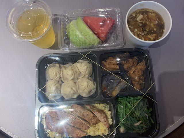 網友分享台北防疫旅館隔離餐 翻攝自PTT