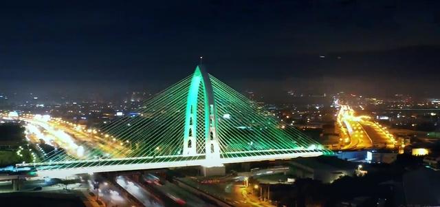 台中城市觀光影片 獲日本「最佳東亞影像獎」 | 台中科湳愛琴橋。(市府提供)