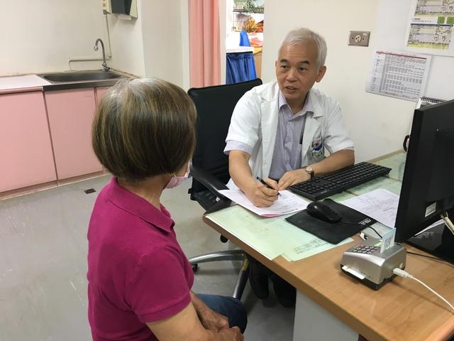 泌尿科醫師李昇平看診示意圖,非新聞當事人。(衛福部立南投醫院提供)