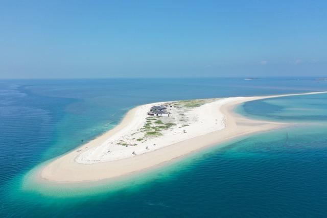 東海無人島澎澎灘擁有潔白沙灘與漸層大海,更是被稱為台版馬爾地夫。