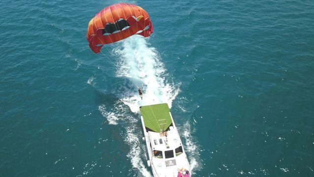 乘著舒適的海風逆風飛翔,享受翱翔天際的快感。
