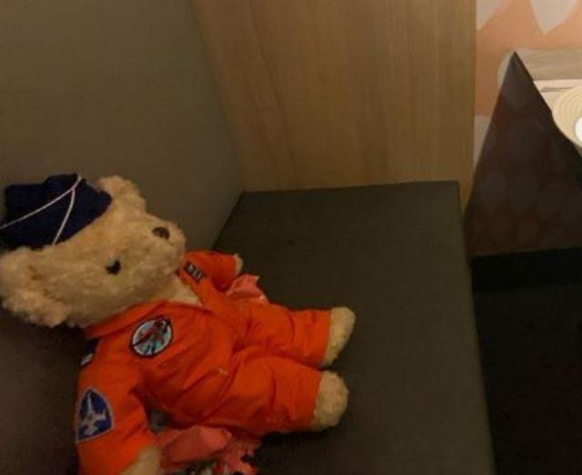 羅尚樺妻子貼出帶泰迪熊用餐照 (翻攝羅尚樺妻子IG)