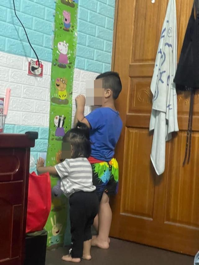 (孩子罰站還扶牆壁被家長抓包。/翻攝自臉書社團「爆廢公社公開版」。)