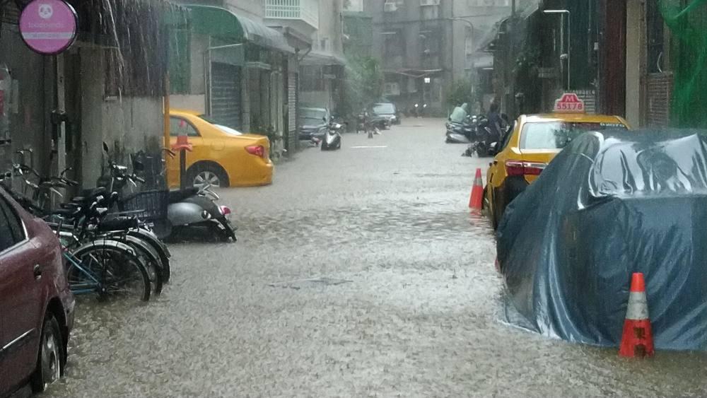 六張犂信安街淹水 (北市府提供)