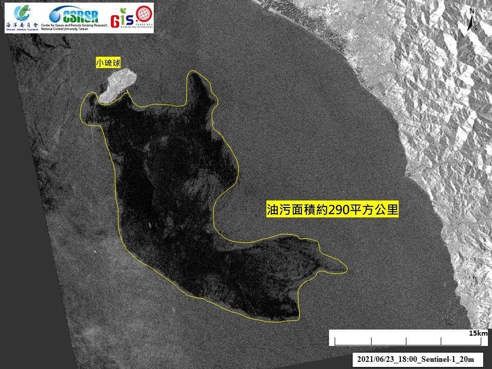 23日雷達衛星影像辨識疑似油污往琉球東南方擴散。(海保署提供)