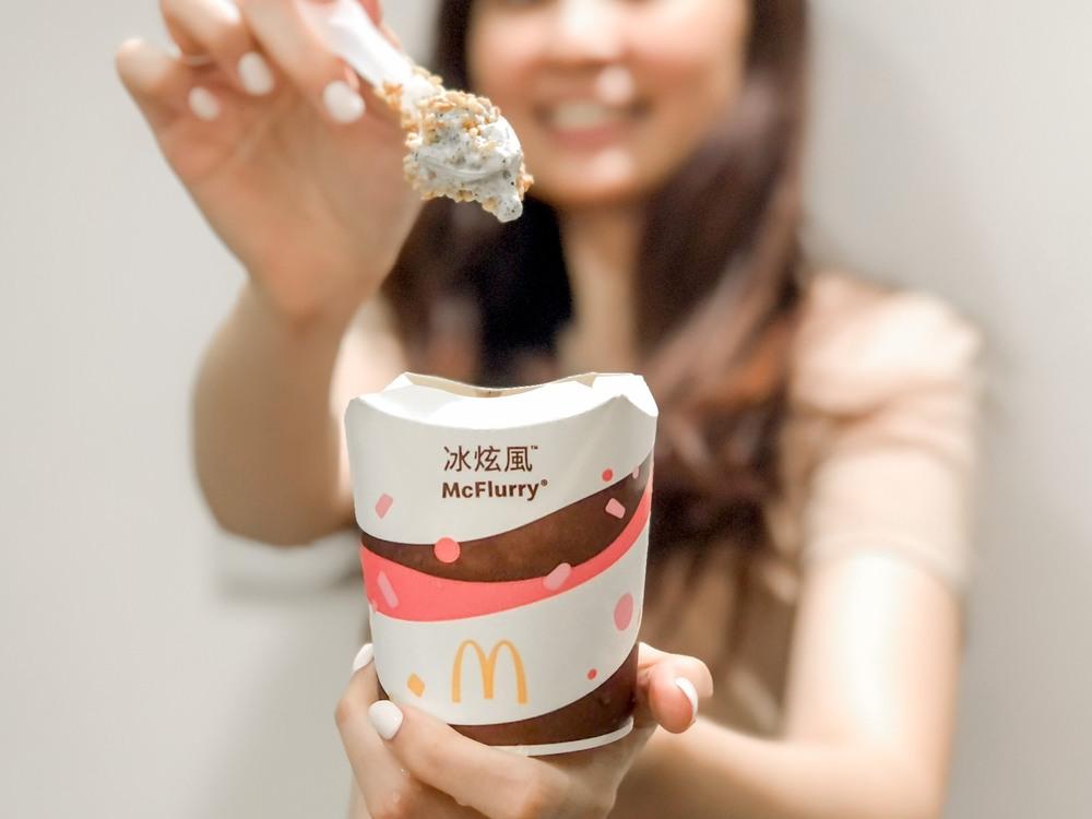 麥當勞推出全新「蕎麥芝麻冰炫風」。(業者提供)