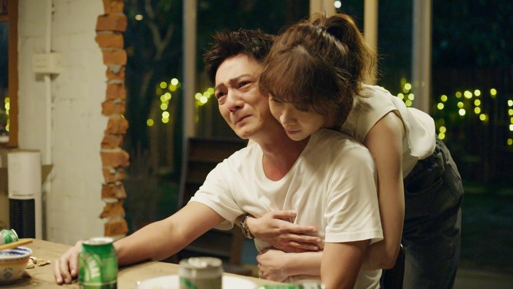《俗女2》森玲CP曬愛情生活日常 摸頭叫床親吻樣樣來   藍葦華、謝盈萱在《俗女養成記2》戲中的愛情關係令觀眾好奇